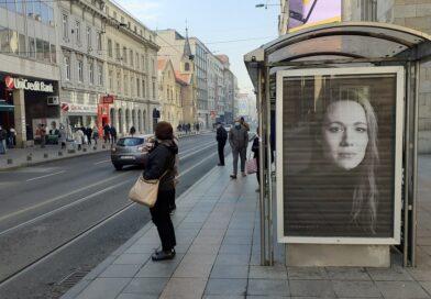Izložba Jelene Medić privlači pažnju širom BiH: Na bilbordima portreti domaćih umjetnika