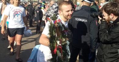 Banjalučanin Srđan Jolić prvi doplivao do Časnog krsta