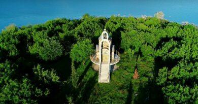 Crkva Svetog Ilije jedinstveni prizor na ostrvu Bilećnog jezera