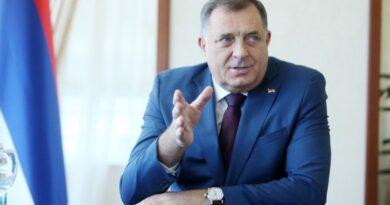 Dodik: Dobra odluka grada Banjaluka da svi učenici osnovnih škola dobiju besplatne udžbenike